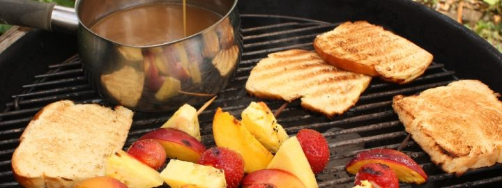 Toffee fondue with fruit kebabs and toasted brioche
