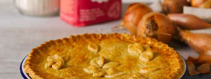 Cheshire cheese and onion pie