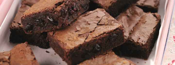 Ginger and sour cherry brownies