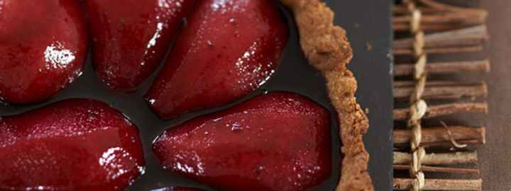 Pear and red wine tart with cinnamon pastry