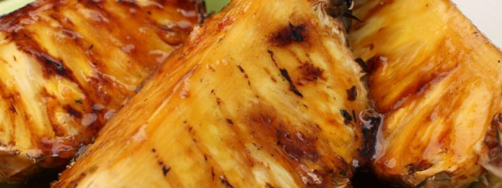 Pineapple with rum sauce