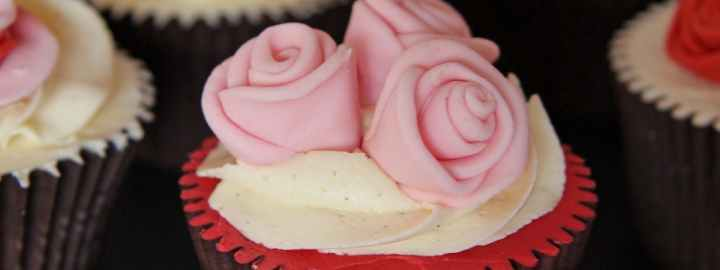 Ribbon rose cupcakes