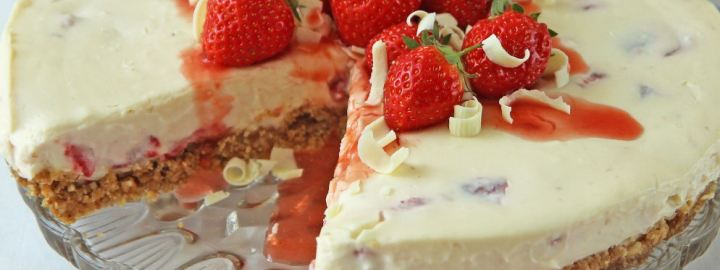 White chocolate and strawberry cheesecake